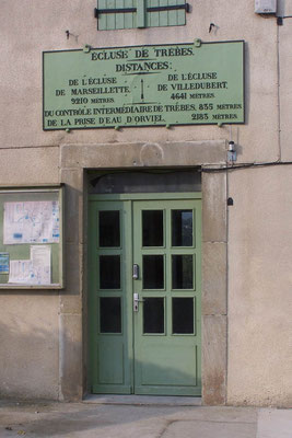 Trébes: Tür am Schleuserhaus