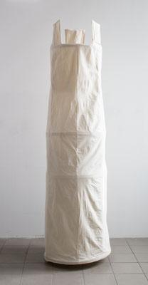 Turmkonstruktion der Kunstaktion Wandelnder Turm, 2017, Holz Nessel Schnur, Filz,  300  x 100 x 100 cm