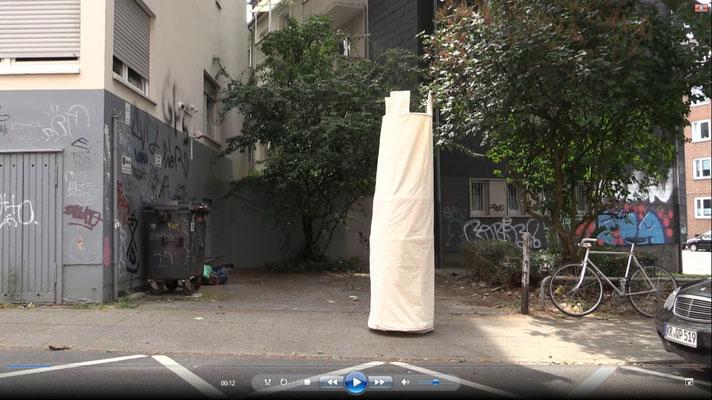 Videodokumentation Kunstaktion Wandelnder Turm, 2017, Screenshot, Gabi Rottes