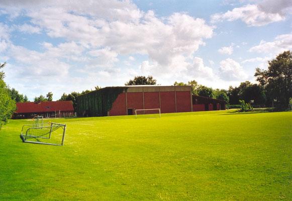 Das 9er Feld mit Flutlicht - meist wird dieser Platz für Trainingseinheiten der Mannschaften genutzt.