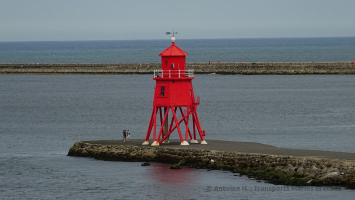 Herd Groyne Lighthouse. Picture Antoine H.