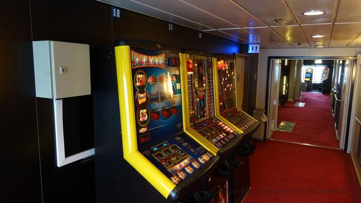 Gambling games at deck 08