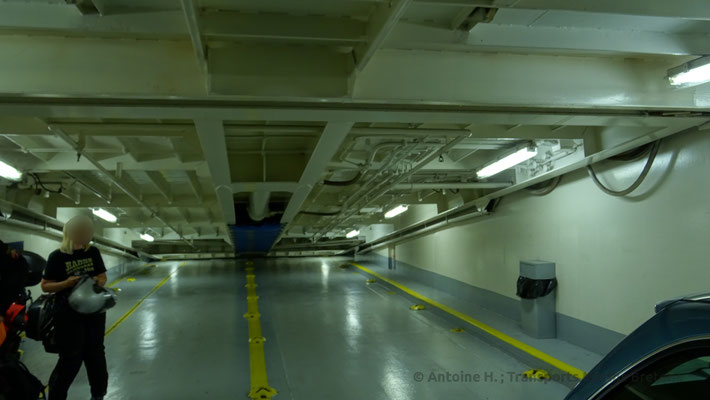 The ramp providing access to mezzanine deck 06, seen from below. picture Antoine H.