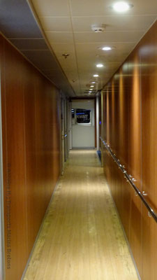 A long corridor gives access to the Ocean Plus and Ocean Club classes on the starboard side. Picture Antoine H.
