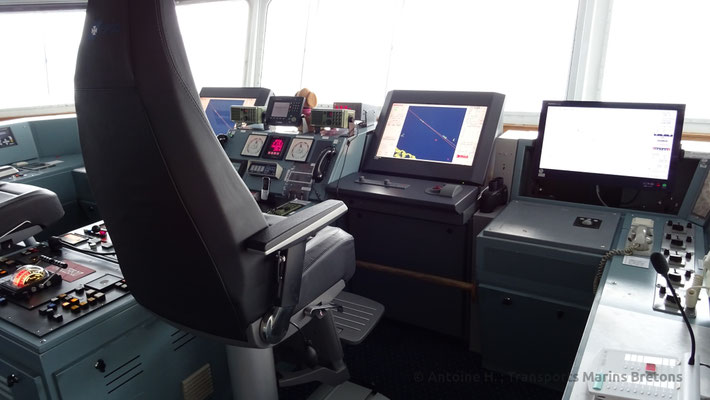 Main panel and radar system's screen. Picture Antoine H.