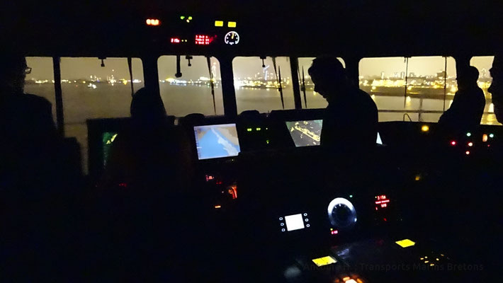The ship en pilotage between Gosport and the Seafront