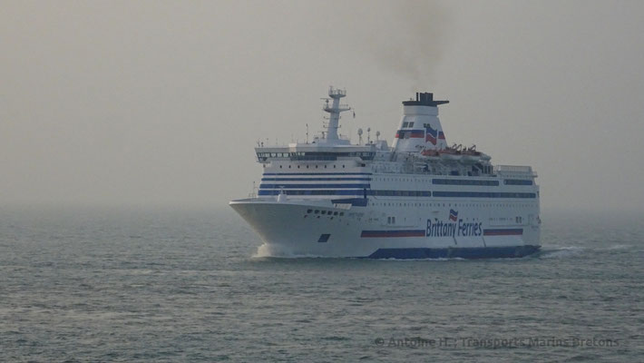 Brittany Ferries' M/S Bretagne going back to the ramp freed by HSC Condor Liberation. Picture Antoine H.