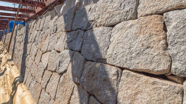 空石積みの風景-ラップストーン