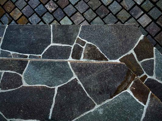 イタリア班岩の玄関ポーチ