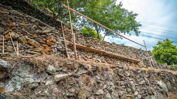 空石積み修復の風景
