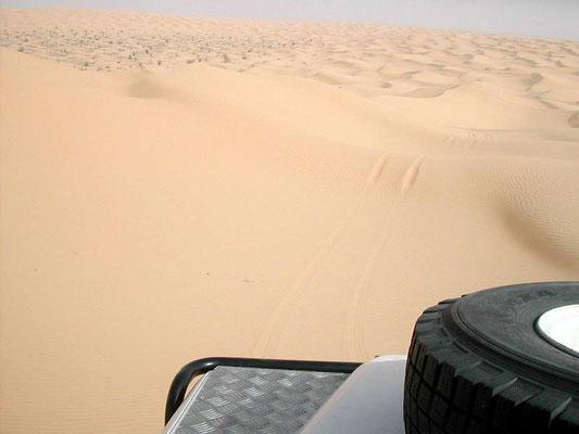 Lasciata Ksar Ghilane, un mare di dune verso Ayn Ouadette...