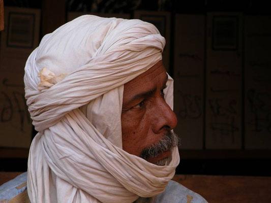 Il guardiano di una delle biblioteche di Chinguetti, Mauritania
