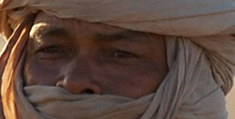 Tuareg incontrato nell'erg Medjebat in Algeria