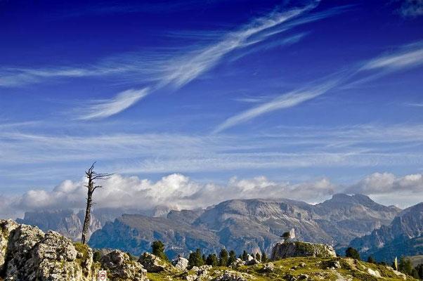Dal Passo Sella, veduta verso la Val Badia.