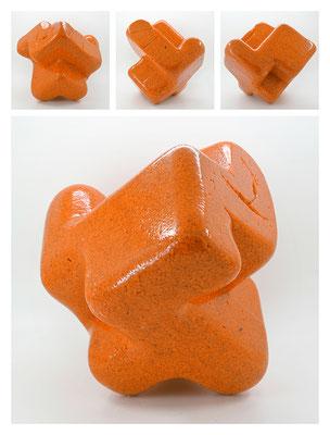E2C60X333Y17N10 (03) epoxy resin, quartz, 19x19x19 cm, 2017