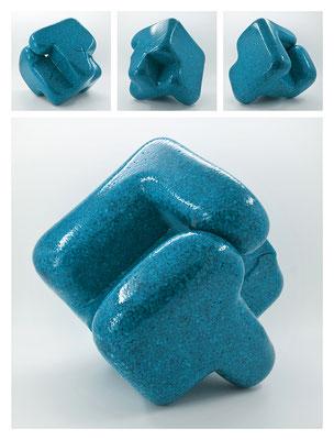 E2C60X333Y17N07 (01) epoxy resin, quartz, 19x19x19 cm, 2017