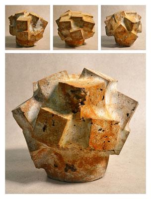 C3BXC60Y14V14822 ciment fondu, sand, expanded clay, iron dust 26x22x26cm, 2014
