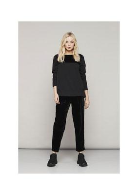Sweater 45NU2261, Pants 07R00560
