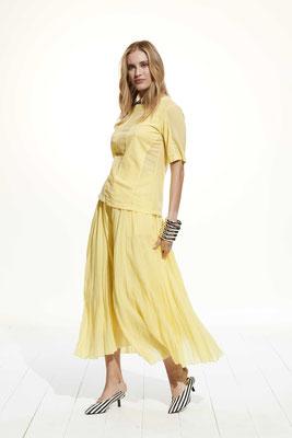 T- Shirt 37CU 2790, Skirt 2650 7504