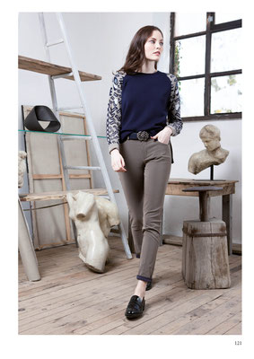 SWEATER: 2084 TIGRE; PANTS: 2085 OURS