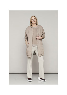 Jacket 75FU2552, Sweater 45FU1046, Pants 06PU6663