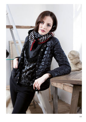 JACKET: 2074 PHOTO; TOP: 2068 WINTER; PANTS: 2004 VERO; SCARF: 2069 UTOPIE