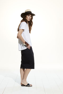 T Shirt 360U 2777, Skirt 22BU 6700