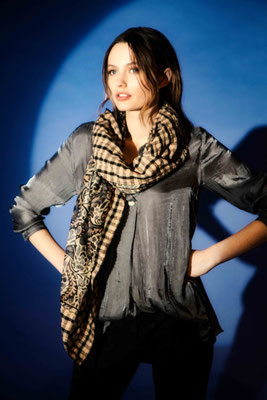 Blouse 1039-30, Scarf 3020-33