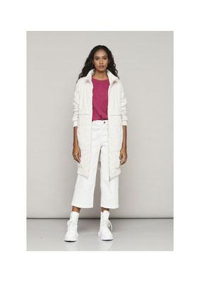 Jacket 75PU2552, Sweater 47AU1045, Pants 052U3821