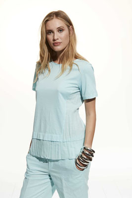 T- Shirt 37DU 2791, Pants 06BU 7050