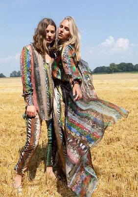 Left: 50-LU MISCHA Blouse + 212-CO BEA pants. Right: 208-SS DORIS dress+ Scarf KS print 01