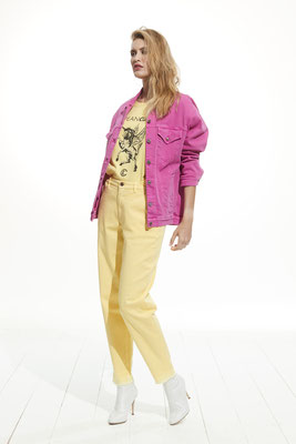 Jacket 770U 3881, T-Shirt 35MU 2790, Pants 054U 3881