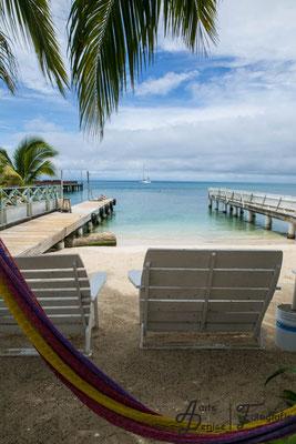 Blick auf den kleinen Strandabschnitt im Pirates Bay Inn