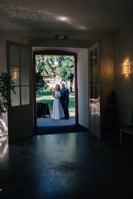 Standesamt Rheinheim, Braut, Bräutigam, Einzug, Brautvater, Hochzeitsgesellschaft, Hochzeitsfotografin Rheingau, Wiesbaden, Umgebung