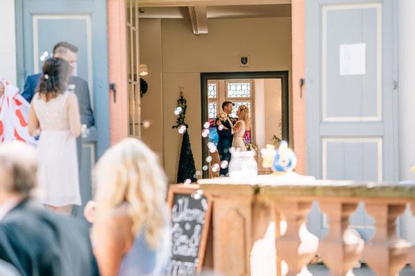 Standesamt Rheinheim, Braut, Bräutigam, Trauung, standesamtliche Trauung, Hochzeit, Fotografin, Rheingau, Wiesbaden, Umgebung