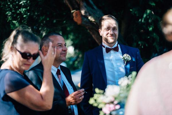 Standesamt Rheinheim, Braut, Bräutigam, Trauung, Auszug, DIY-Hochzeit,  Sommerhochzeit, Hochzeit, Hochzeitsfotografin Rheingau, Wiesbaden, Umgebung