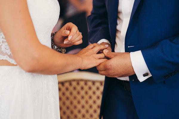 Standesamt Rheinheim, Braut, Bräutigam, Trauung, standesamtliche Trauung, Hochzeit, Hochzeitsfotografin Rheingau, Wiesbaden, Umgebung