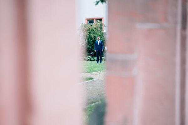 Standesamt Rheinheim, Bräutigam, Getting ready, Hochzeitsfotografin Rheingau, Wiesbaden, Umgebung