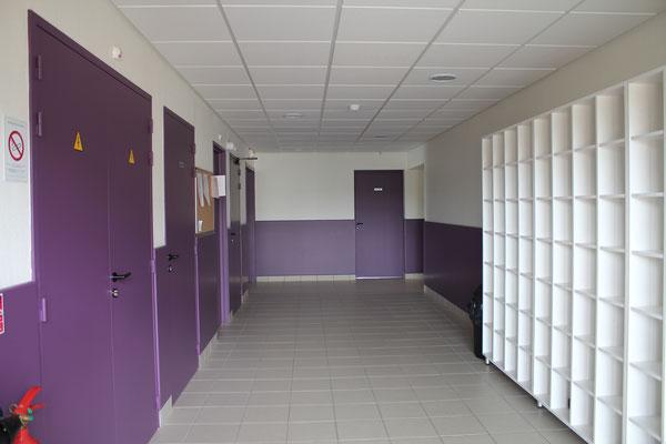 Couloir de l'internat filles de la MFR du Val de l'Indre à Noyant-de-Touraine