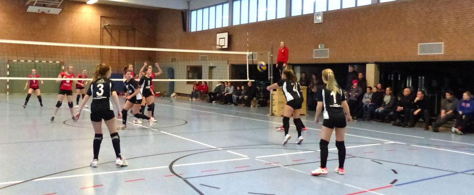Verena brachte den Ball präzise zur Zuspielerin.