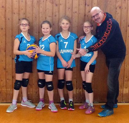 Team I mit Romy, Lea-Sophie, Deliah und Pia sowie Coach Werner.