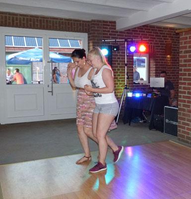 und spontanen Tanzgemeinschaften.