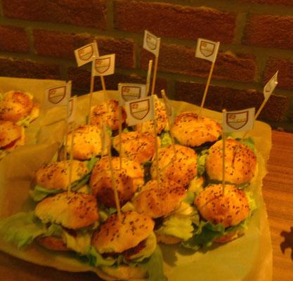 mit von polnischen Händen gefertigten Hamburgern...