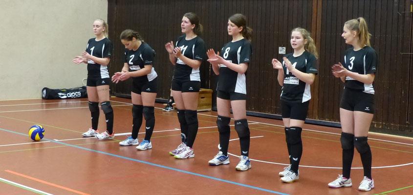 standen hauptsächlich auf dem Feld: Lisa, Verena, Lea Z., Karina, Mira, Charlotte.