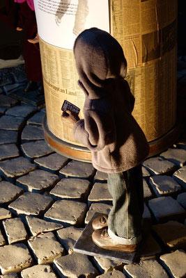 staunten über die Worte der Hirten.  (Milieukrippe in Sankt Maria in Lyskirchen, Foto © lyskirchen)