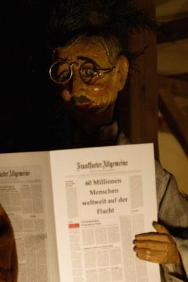 Der jüdische Apotheker liest seine Zeitung... (Milieukrippe in Sankt Maria in Lyskirchen, Foto © lyskirchen)