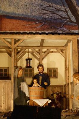 und Maria ist bereit, den Jungen wieder zu trocknen (Milieukrippe in Sankt Maria in Lyskirchen, Foto © lyskirchen)