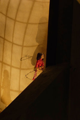 sie kam vor 3 Jahren in unsere Krippe …  (Milieukrippe in Sankt Maria in Lyskirchen, Foto © lyskirchen)