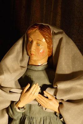 """""""Selig sind, die Verfolgung leiden"""", Maria betet für die Flüchtlinge ... (Milieukrippe in Sankt Maria in Lyskirchen, Foto © lyskirchen)"""