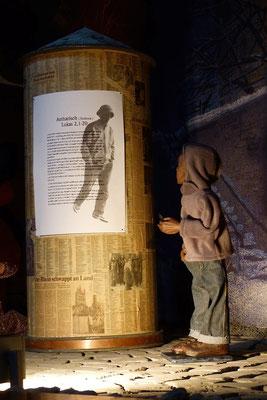 So eilten sie hin und fanden Maria und Josef und das Kind, das in der Krippe lag. (Milieukrippe in Sankt Maria in Lyskirchen, Foto © lyskirchen)